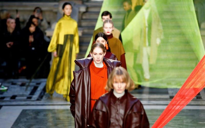 17日に始まるロンドン・ファッションウイークも大半が動画配信になる(前回2月のショー)=ロイター