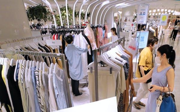 新型コロナの影響で夏バーゲンも分散実施を余儀なくされた(東京・新宿の伊勢丹新宿店)
