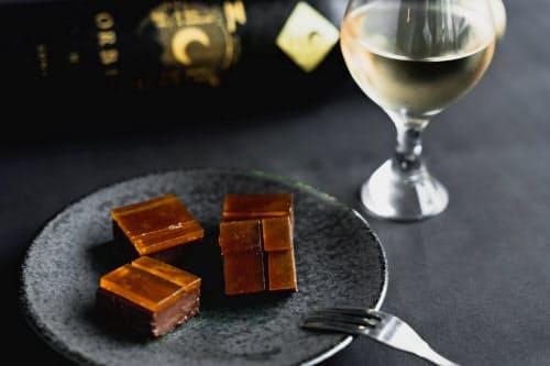 白あんにチョコを組み合わせた「たまゆら」と「オルビア・ルナ」を組み合わせる「中秋の名月セット」