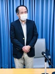 検討会議の終了後、取材に応じる久保田尚・埼玉大大学院教授