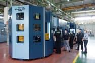松浦機械製作所の新型マシニングセンター(15日、福井市の本社)