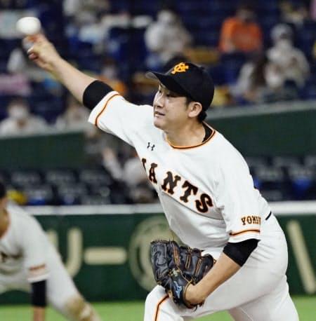 6回3失点で開幕11連勝を飾った巨人・菅野(15日、東京ドーム)=共同