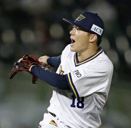 8回1失点で5勝目を挙げたオリックス・山本(15日、ほっともっと神戸)=共同