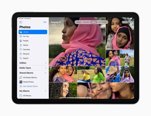 新型「iPad Air」はタッチIDを側面に移し、画面を広く使えるようにした=同社提供