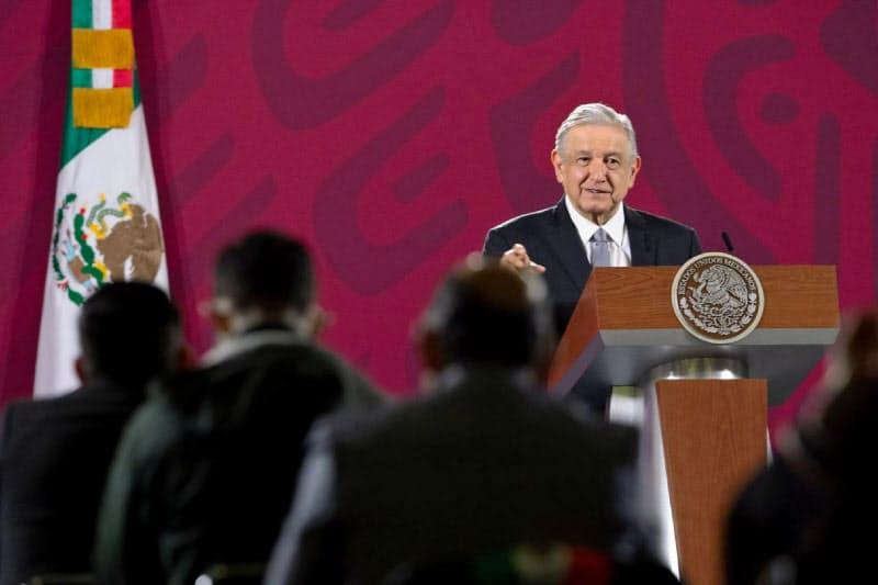 15日、会見するロペスオブラドール大統領(メキシコ大統領府提供)