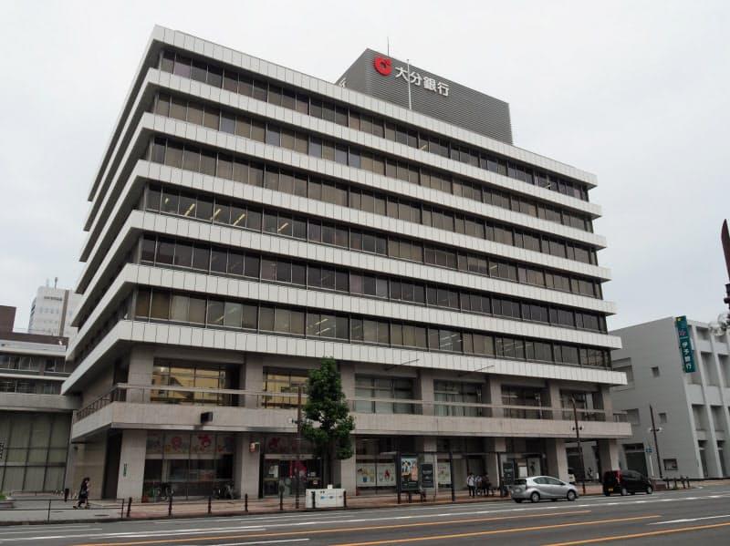 大分銀行本店(16日、大分市)