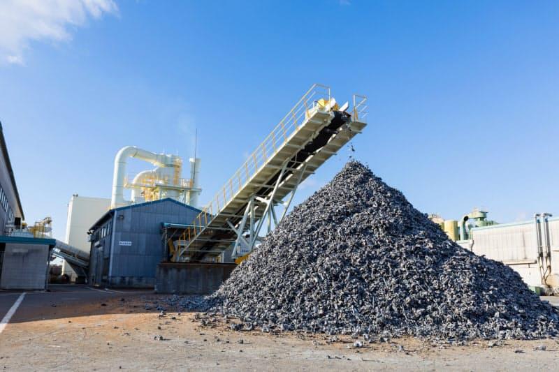 豊田通商は金属廃棄物の再利用事業を手がけている(グループ会社のシュレッダー製品の山)