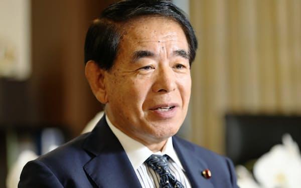 自民党の下村博文政調会長は党選対委員長から横滑りした