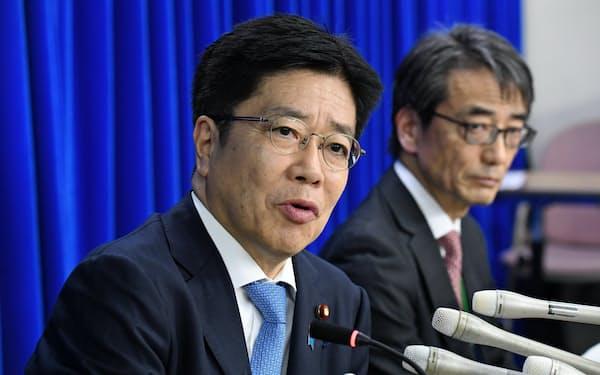 加藤勝信官房長官は安倍政権では厚生労働相として新型コロナウイルス対策にあたってきた
