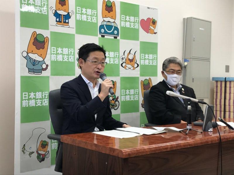 日銀前橋支店長の渡辺真吾氏(左)は「本店と連携して地域に貢献したい」と話した