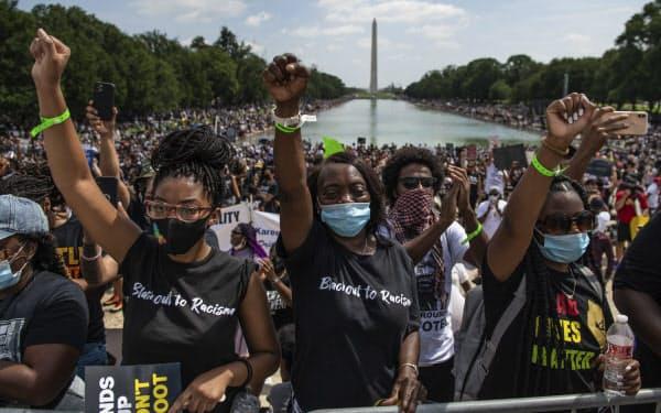 黒人差別に抗議する人たちは、キング牧師の演説から57年目の8月28日に大規模な集会を開いた=AP