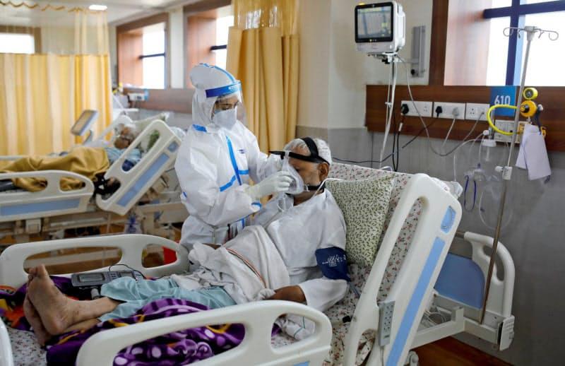 インドはコロナ拡大で医療体制が逼迫している=ロイター