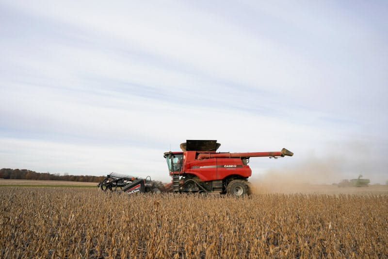 米インディアナ州での大豆収穫=ロイター