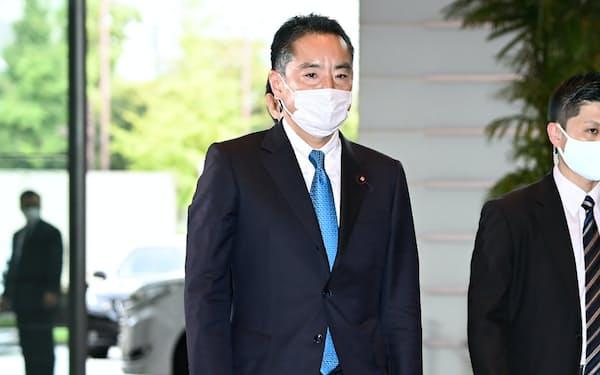 万博相に決まり、首相官邸に入る井上信治氏(16日)