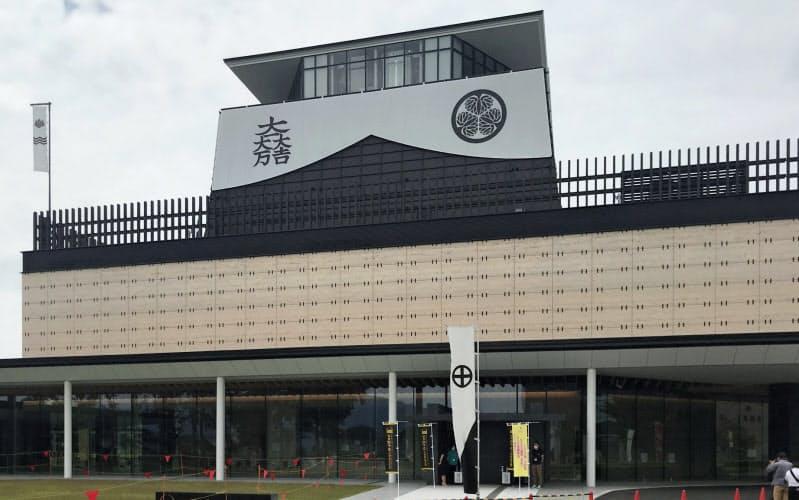 やぐらを模した展望室から古戦場を一望できる(岐阜関ケ原古戦場記念館)