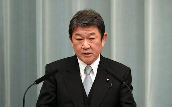 記者会見する茂木外相(16日、首相官邸)