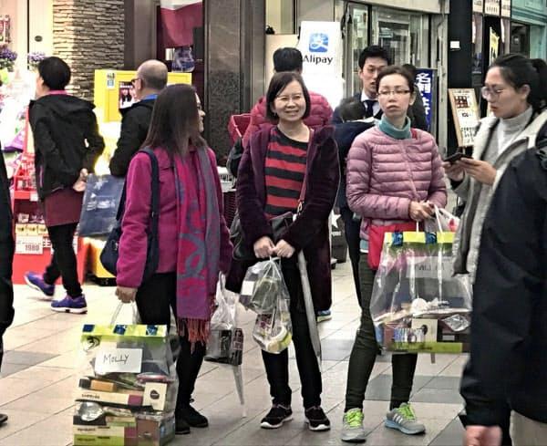 訪日客の増加もあり北海道の金融機関は貸し出しを伸ばしてきた(17年、札幌市)