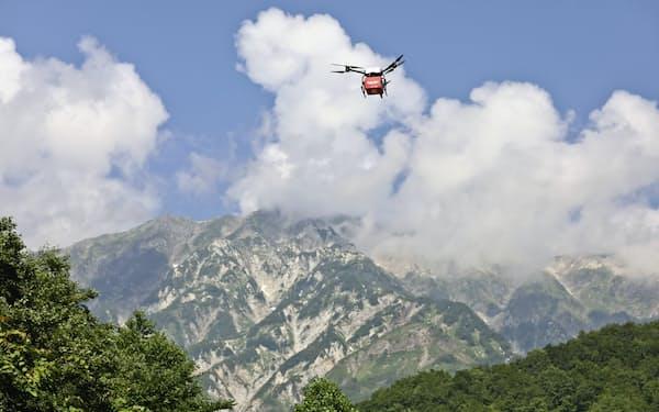 楽天は長野県白馬村と連携し、山岳でのドローン配送を実験(長野県白馬村)
