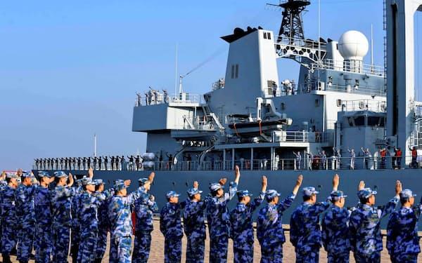 国防費の2桁増を20年以上続けた結果、中国海軍の軍事力は世界最大となった=ロイター