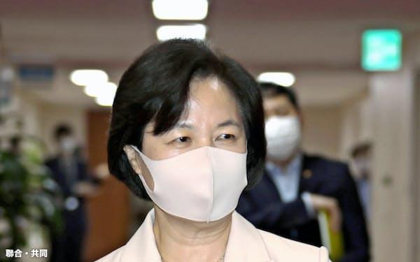 10日、ソウルで開かれた閣議に出席した韓国の秋美愛法相=聯合・共同