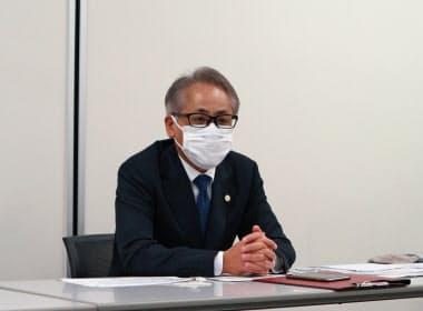 上場会見に臨んだ雪国まいたけの足利厳社長(17日、東京都中央区)