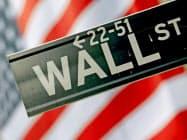 ニューヨークのウォール街=ロイター