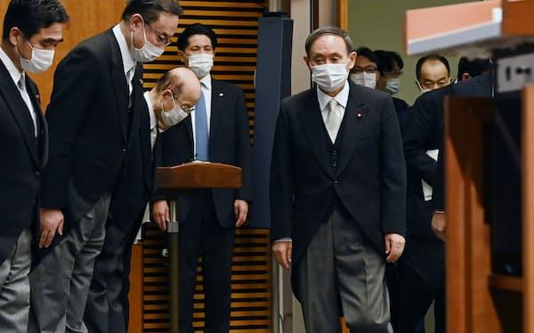 菅内閣が発足し、記者会見に臨む菅首相(16日、首相官邸)