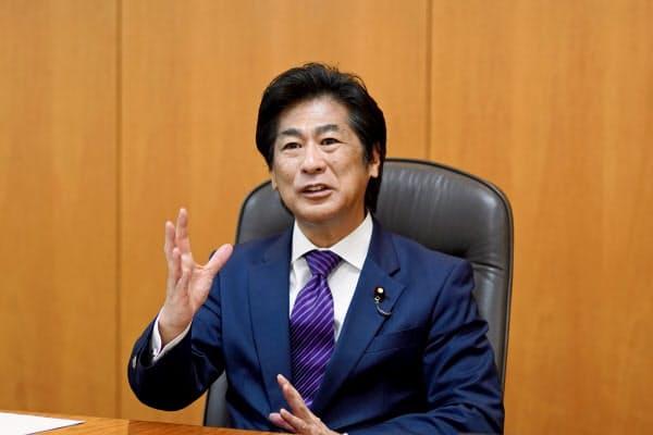 田村厚労相は診療報酬体系を見直す考えを示した