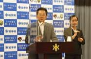 記者会見で岩手県の補正予算案について説明する達増拓也知事(岩手県庁)