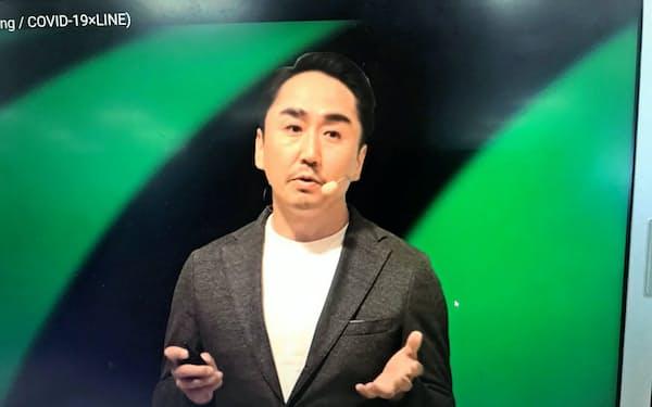オンライン事業戦略発表会であいさつする出澤社長
