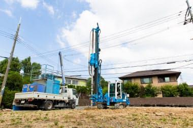 アートフォースジャパンは、地面にくいを打つ地盤改良工事を手掛ける企業だ