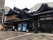 道後温泉本館は待ち時間などを公式サイトで発信する(9月上旬、松山市)