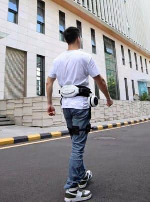 歩行補助用途の外骨格ロボット(邁歩機器人科技提供)