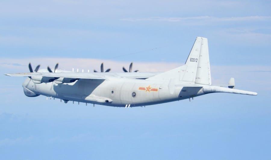 中国軍機19機、台湾海峡周辺で威圧的飛行繰り返す: 日本経済新聞