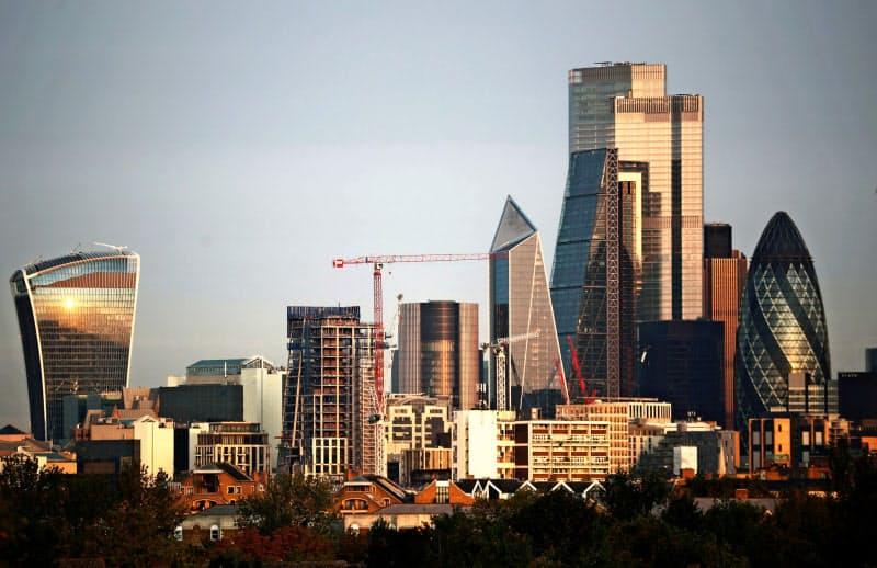 英国は欧州のデリバティブ取引で圧倒的シェアを握る(ロンドンの金融街シティー)=ロイター