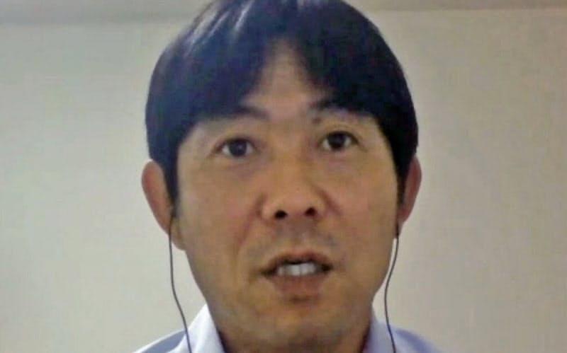 オンラインで取材に応じるサッカー日本代表の森保監督(22日)=共同
