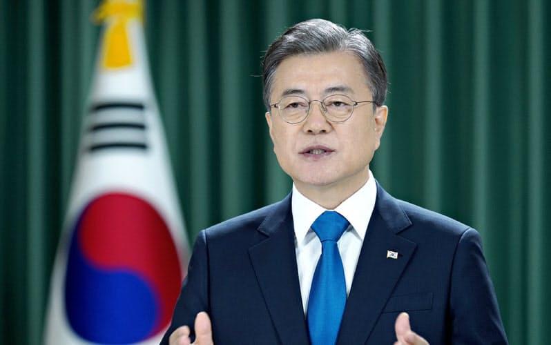 日本政府は、韓国の文在寅大統領の対日政策に批判的だ=韓国大統領府提供