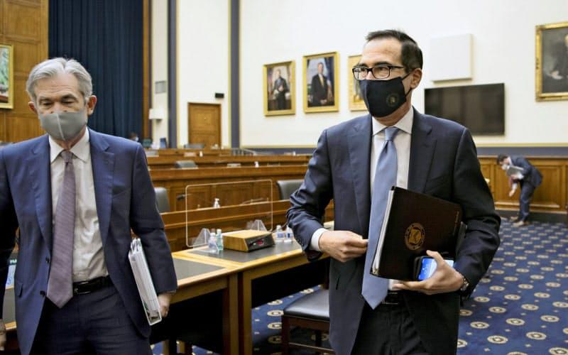 ムニューシン財務長官とパウエルFRB議長は、そろって議会に追加財政出動を促した(22日、米下院)=AP