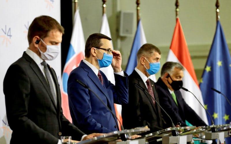 EUと対立する東欧諸国の首脳(6月、チェコ)=ロイター