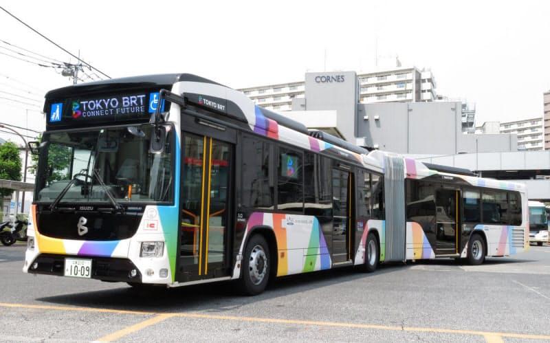 2台をつなげたような「連節バス」も運行する