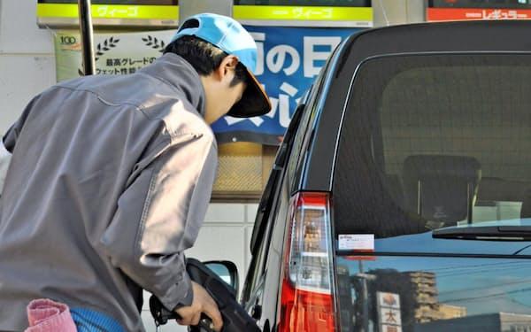 ガソリンの需要減は当面続きそうだ(都内の給油所)
