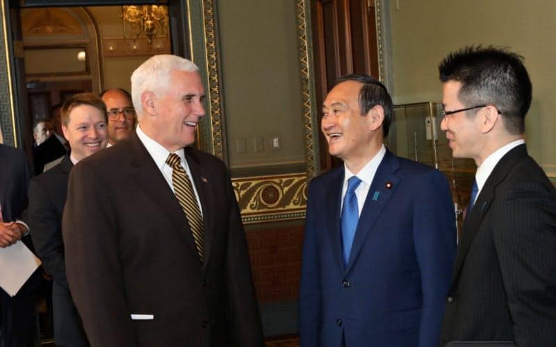 2019年5月、官房長官として訪米した菅氏をペンス米副大統領らは異例の厚遇でもてなした(ワシントン)=在米日本大使館撮影