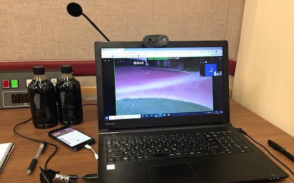 パソコンで競馬場内の映像を確認しつつ、高知競馬の予想番組にリモート出演した