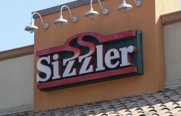 米国カリフォルニア州にあるレストラン「シズラー」の店舗(22日)=AP