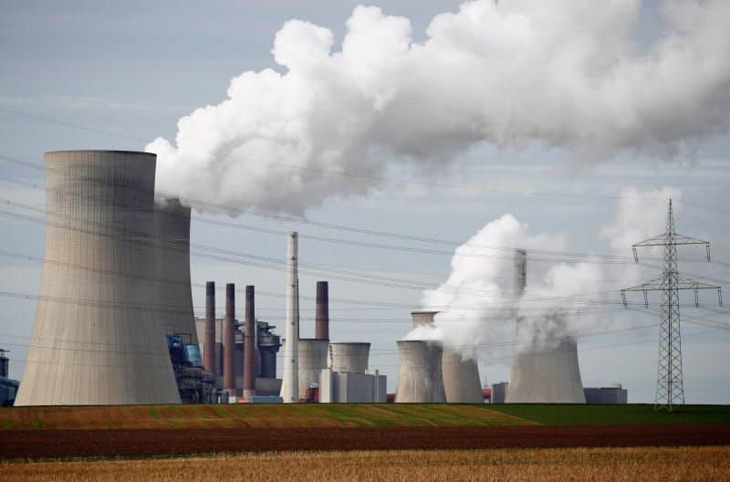 火力発電への投融資や保険引き受けには厳しい視線が向けられている=ロイター