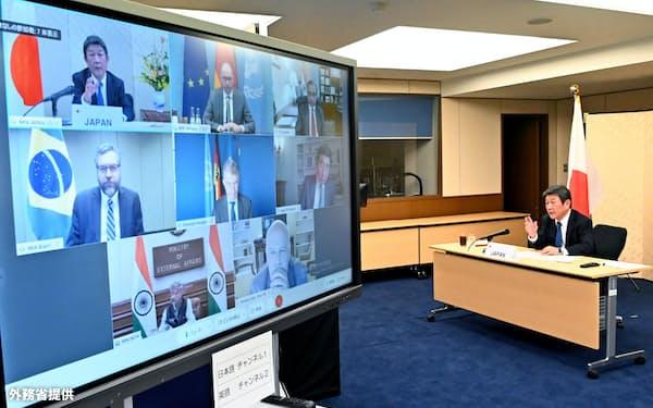 G4の外相級テレビ協議に臨む茂木外相(23日)=外務省提供