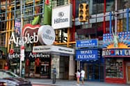 閉鎖する高級ホテル「ヒルトン・タイムズスクエア」=6日、ニューヨーク(共同)