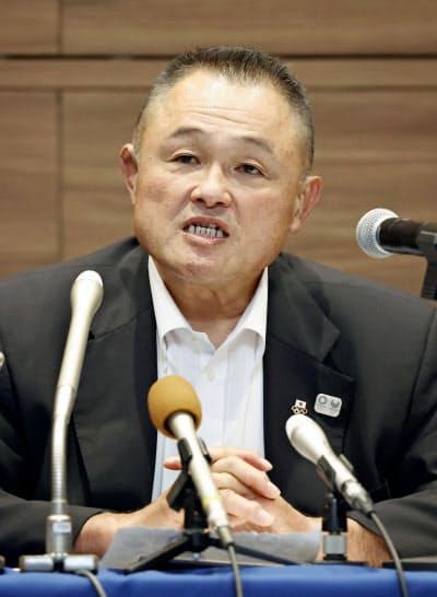 柔道のグランドスラム東京大会の中止などについて語る全柔連の山下会長(23日午後、東京都新宿区)=共同