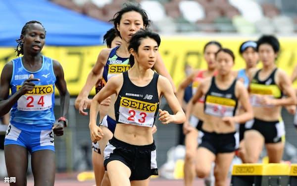 8月のセイコー・ゴールデングランプリ女子1500メートルで4分5秒27の日本新記録をマークした田中希実(23番)=共同