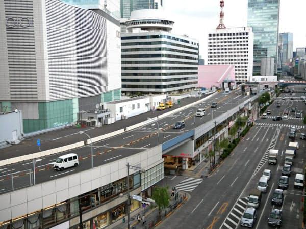 KK線は商業施設の屋上をつなぐ形で作られている(東京・銀座)